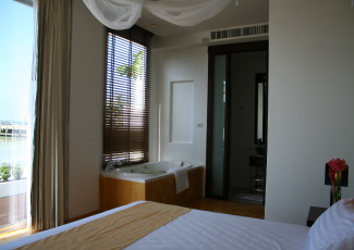 Jacuzzi & Walk-in Shower Room in All Suites