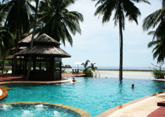 SPACIOUS SWIMMING POOL AT CHALOKLUM BAY RESORT