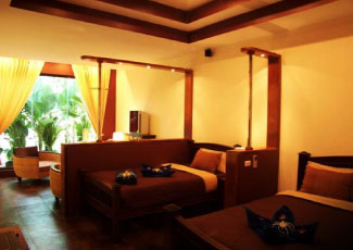 COMFORTABLE ROOM AT GARDEN LODGE