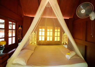 COMFORTABLE ROOM AT HUT SUN BUNGALOWS