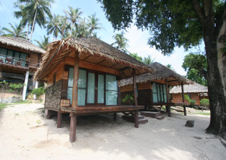 BEACHFRONT  BUNGALOW WITH SERENE ATMOSPHERE
