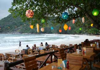 CHILL OUT AT BEACHFRONT RESTAURANT