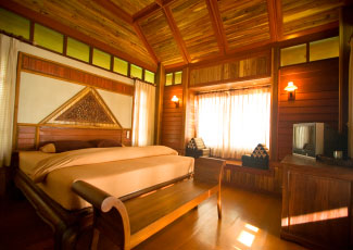BEACHFRONT BUNGALOW WITH KING SIZED BED