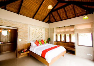BEACHFRONT POOL VILLA WITH A DOUBLE BED