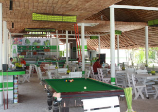 RESTAURANT WITH POOL TABLE