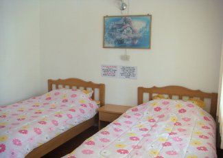 DELUXE BUNGALOW WITH TWO SINGLE BEDS
