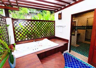 OPEN AIR BATHROOM WITH BATHTUB