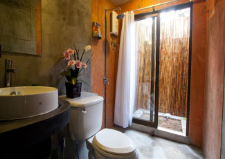 Air Con Bungalow with stylish bathroom