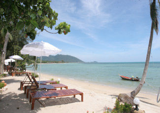 GET MORE SUN ON THE BEACH AT WEANG THAI