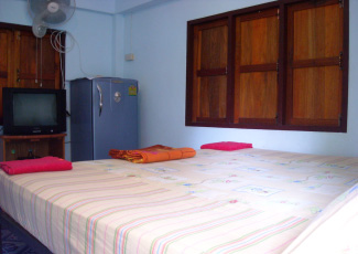 STANDARD FAN BUNGALOW WITH 1 DB, COLD WATER, TV, FRIDGE, KITCHEN AND THAI TOILET