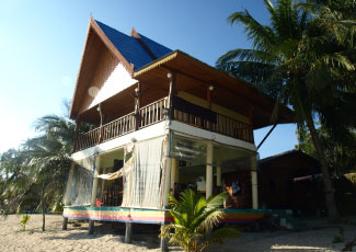 RESTURANT&SUPERIOR BEACH FRONT ROOM BUILDING