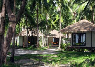 BUNGALOWS SET IN LUSH GARDEN