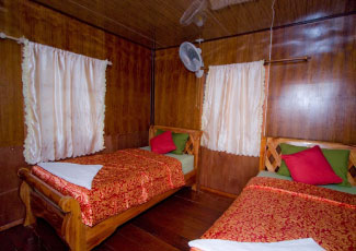 SUNSHINE BUNGALOW, FAN WITH 2 SINGLE BEDS