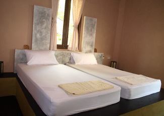 BUNGALOW WITH 2 SINGLE BEDS