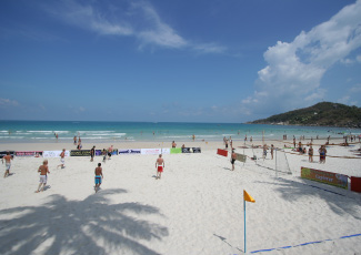 The beach activities in front of Tommy Resort , Haad Rin Beach
