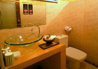 Deluxe Garden Bungalow's Bathroom