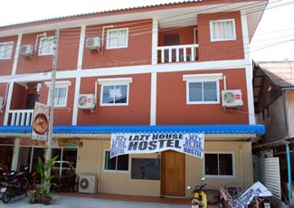 The Lazy House Hostel in Haad Rin