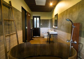 Bathtub in Suite Cottage
