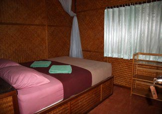 A/C Bungalow 1 Double bed, hot shower