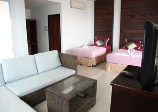 Sea View Air-Con Bungalow with 2 Beds (1D/1S), Big Balcony, UBC-TV, Fridge, and Open Air Hot Tub