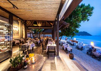 Romantic dinner by the beach