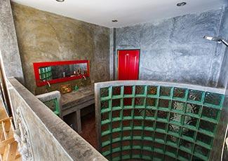 Upstairs En-Suite Bathroom