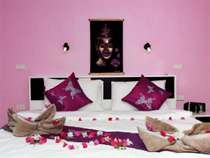 The Villa - Violet Bedroom