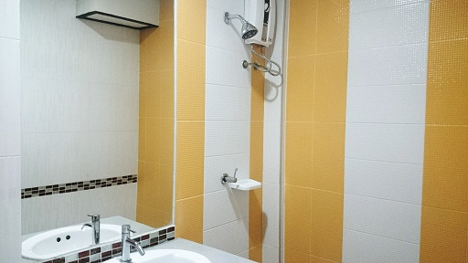 Superior Terraced Room: Shower